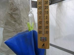 S190328午前9時のハウスは14℃